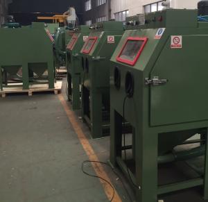China Fully automatic pressure sandblaster cabinet / Automatic screwdriver sand blasting machine on sale