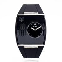 China Black Wristband Watch Silicone Men Personalized Silicone Sport Watches on sale