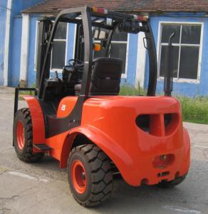 China Large Ground Rough Terrain Forklift 2.5 Ton 2 Wd Walk Behind Forklift All Terrain Forklift on sale