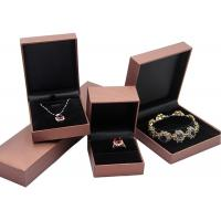China Custom Women Velvet Recycled Jewelry Boxes, Pink Cardboard Necklace Box on sale