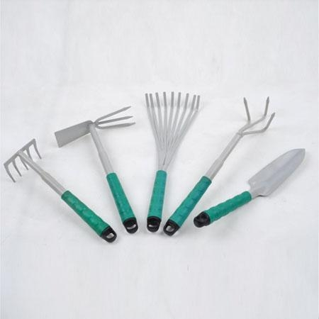 Garden hand tools of cuttingblade for Common garden hand tools